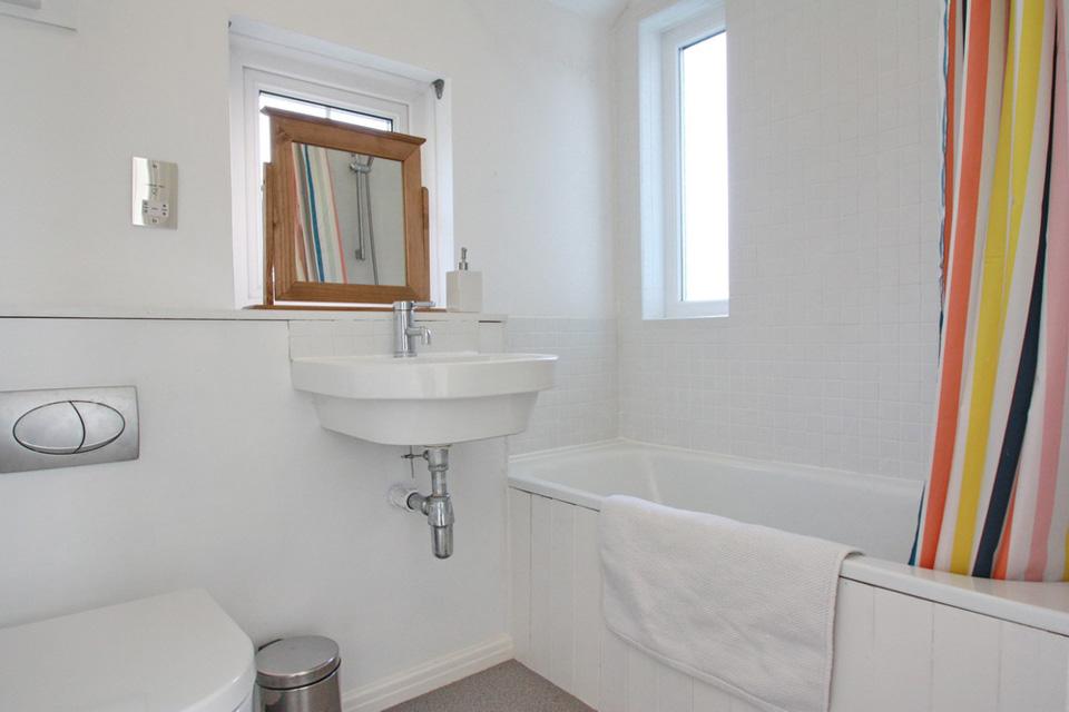 Week Meadow, Dartington, bathroom