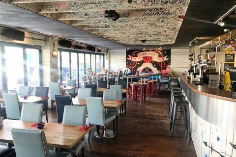 Island Street Bar & Grill
