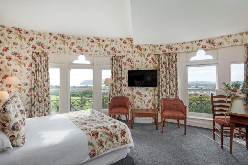 The Duke of Cornwall Hotel bedroom
