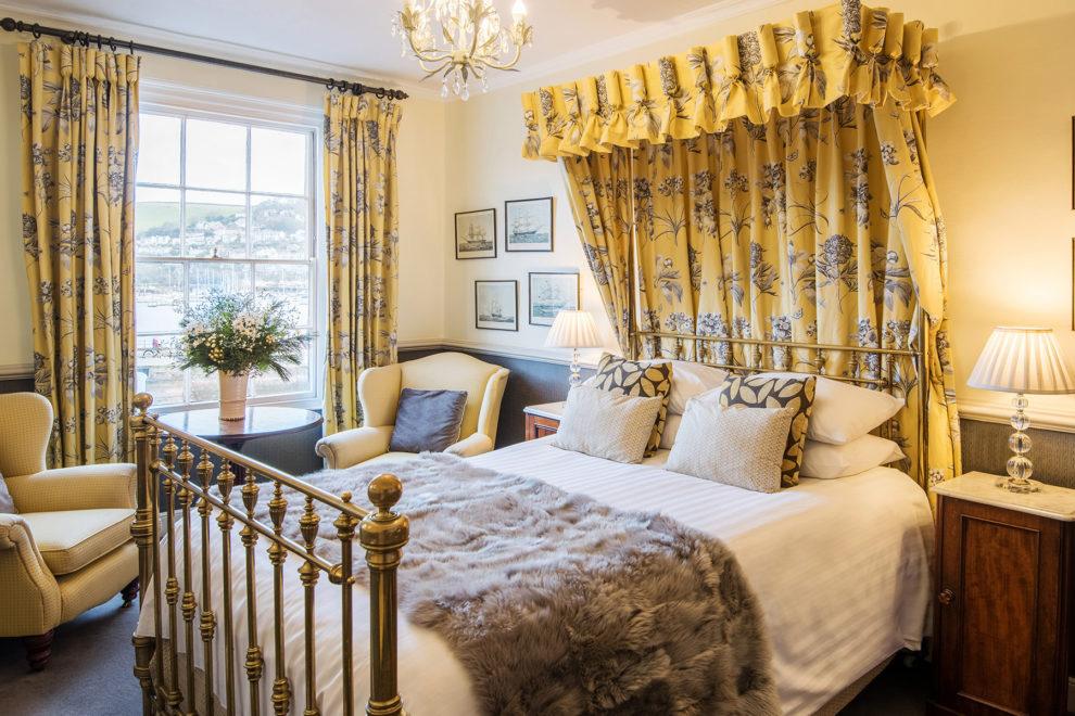 Royal Castle Hotel bedroom