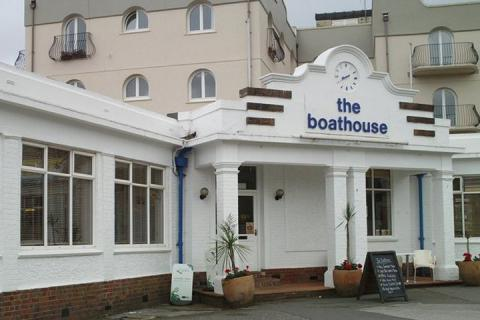 Boathouse Bar & Grill