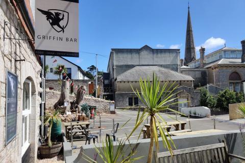 Griffin Bar